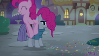 Pinkie Pie hopping around Maud Pie S8E3