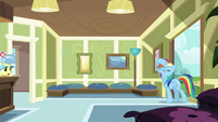 Rainbow Dash re-enters the hospital S2E16