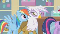Rainbow Dash talking to Gilda S1E05