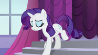 Rarity walks down the stairs S5E14