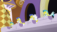 Royal guards cowering in fear S9E2