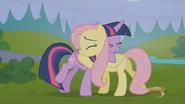 S05E23 Przytulone Twilight i Fluttershy