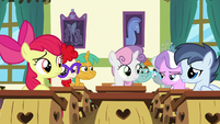 School foals listening to Scootaloo S9E12
