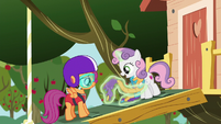 Sweetie Belle --Rarity showed me how-- S6E4