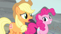 Applejack -I'll never get used to that- S5E2