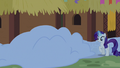 Applejack gets buried under the snow S7E11.png