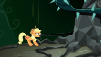 Applejack pulls at black vines S4E02