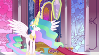 Celestia levitating the Crystal S3E01