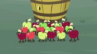 Living apples saluting to Discord S9E23