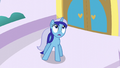Minuette sees something in the sky S5E12.png
