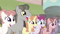 Ponies chattering S5E02
