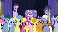 Ponies in awe of Trixie's escape S8E19