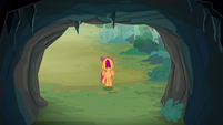 Scootaloo screams in front of the cave S7E16