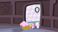 Sweetie Belle pushing basket S2E05