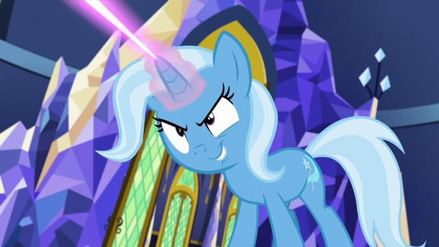 File:Trixie casting teleportation magic S7E2.png