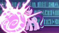 Twilight teleporting in front of Starlight S6E21