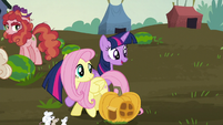 Twilight tells Fluttershy to come on S5E23