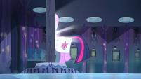 Twilight walking through the mirror EG