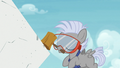 Chipcutter taps rock slab with his hammer S7E6.png