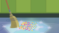 Confetti gets swept up on Rarity's shield EGDS12c