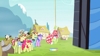 Granny Smith dangling from lasso S4E20