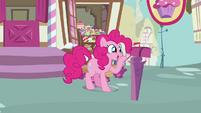 Pinkie Pie looks inside the maibox 4 S3E07