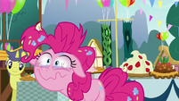 Pinkie Pie watching with anticipation S7E23