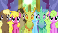 Ponies and changelings listening to Twilight S7E1