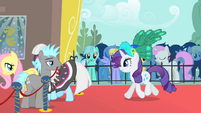 Rarity entering event S1E20