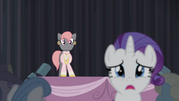 Rarity leaves the stage S4E08
