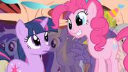 S01E01 Słodki uśmiech Pinkie do Twilight
