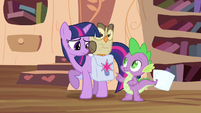 Twilight hands full S3E11