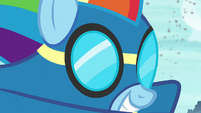 Wonderbolt Rainbow Dash close-up S8 opening