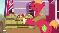 Big Mac answering Sweetie Belle -eeyup- S7E8