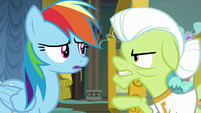 Granny Smith calls Rainbow Dash a wet hen S8E5