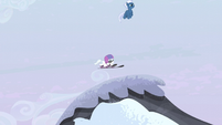 Night Glider drops Double Diamond onto a snowy hill S5E2