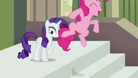 Pinkie Pie jumps while spelling Maud's name --M-- S6E3