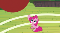 Pinkie tosses ball high into the air S9E15