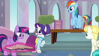 Rarity and Rainbow Dash surprised by all the students S8E1