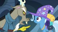 S06E25 Discord odgryza się Trixie
