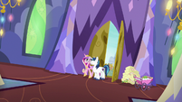 Shining Armor and Cadance return to the castle S7E3