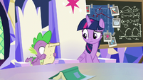 Spike presses his face to the scroll S9E4