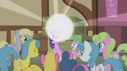 Twilight Sparkle beginning to teleport S1E3