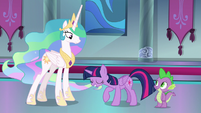 Twilight Sparkle bowing to Celestia S8E7
