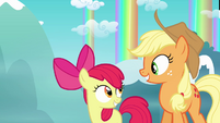 Applejack and Apple Bloom smile AND layering error S3E6