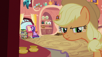 Applejack thinking up S3E9