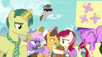 Crowd of ponies goes back to arguing S7E14
