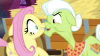 Granny Smith in Fluttershy's face S5E21