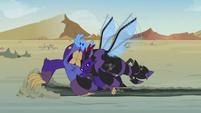 Monster Pharynx tackling the maulwurf S7E17