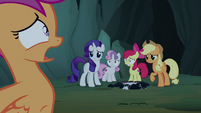 Pony sisters watch Scootaloo hyperventilate S7E16